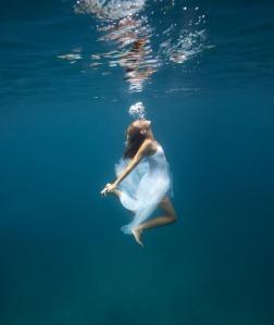 Underwater-Bubbles-Photographer-Elena-Kalis