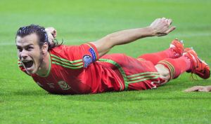 Gareth Bale doing the Pilates dart